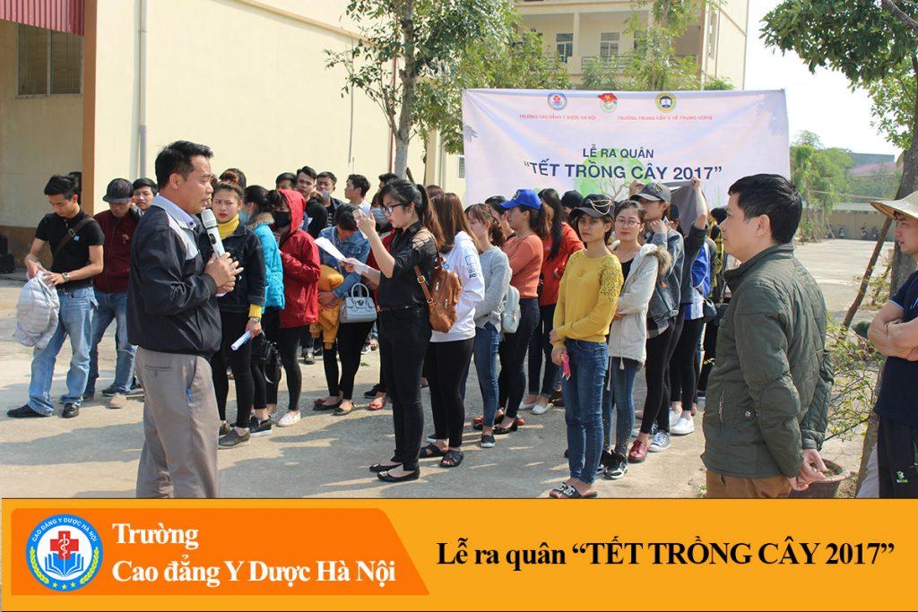 Đồng chí Phạm Thành Đạt - phó bí thư chi bộ phát biểu