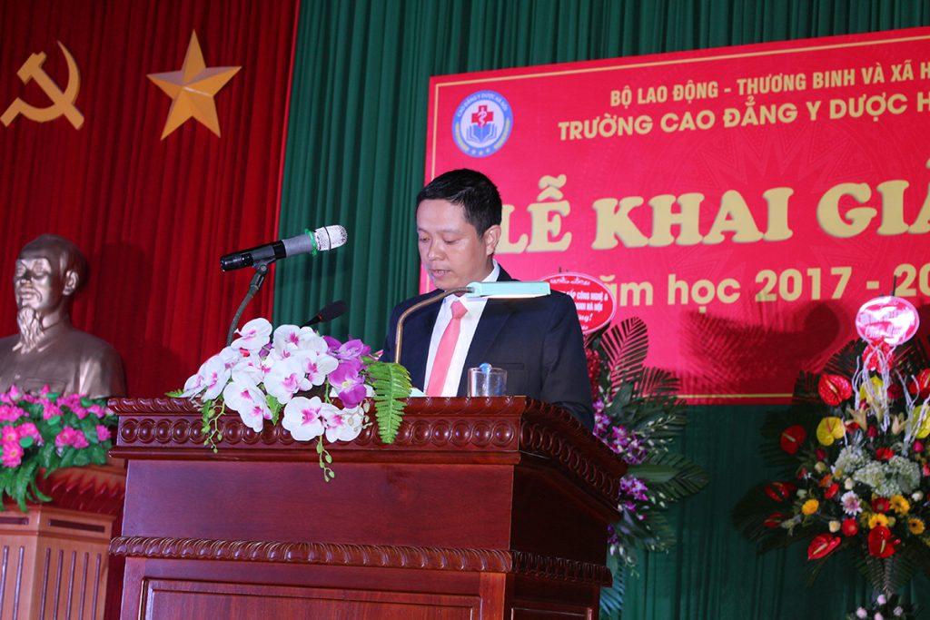 Th.S Đoàn Hải Ninh - Hiệu trưởng nhà trường đọc diễn văn khai giảng